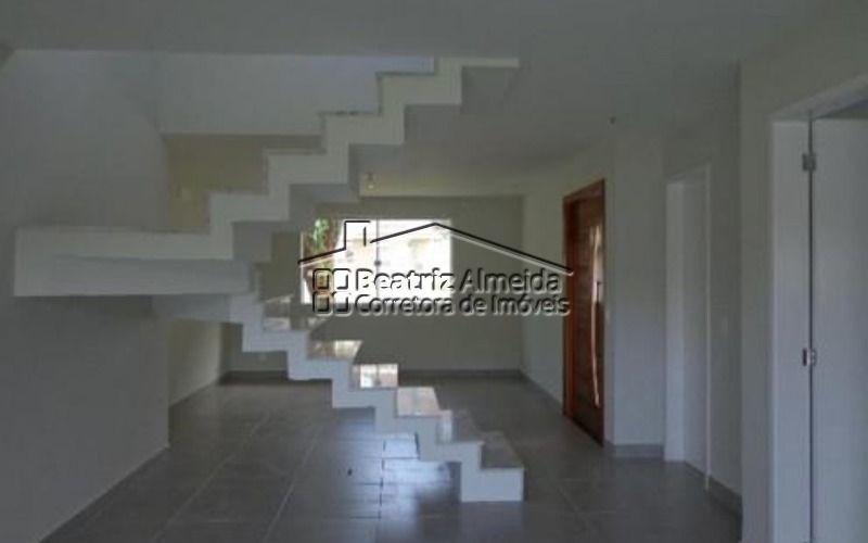 maravilhosa casa duplex de 3 quartos, sendo 1 suíte, a 300 m da praia