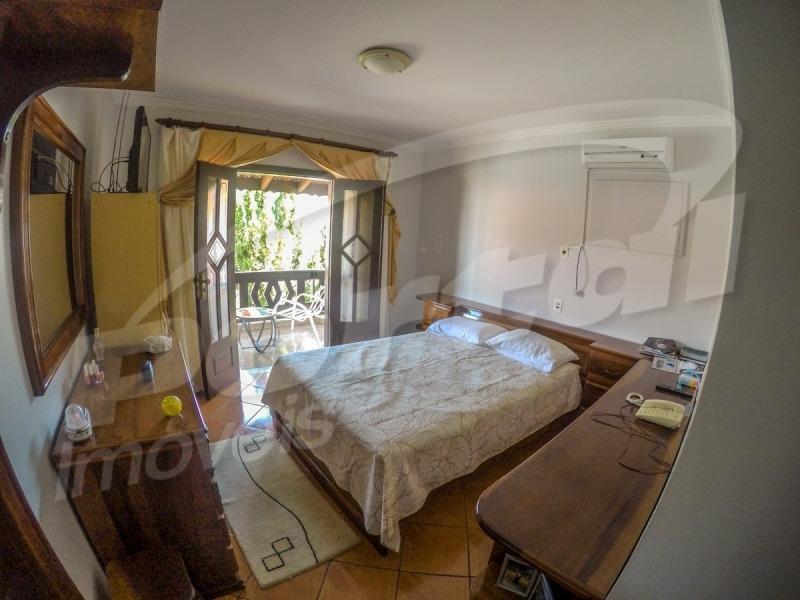 maravilhosa casa no  garcia !casa com 04 dormitórios (sendo uma suite com closet), duas salas de estar, sala de jantar, linda cozinha, área de festas com muito aconchego, espaço, muito privativo, pos