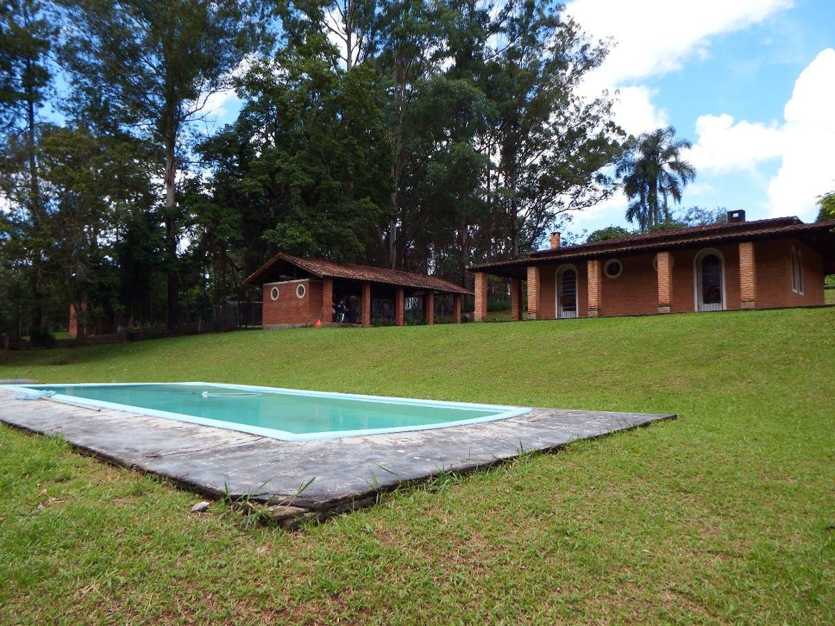 maravilhosa chácara com piscina e ampla área de churrasco