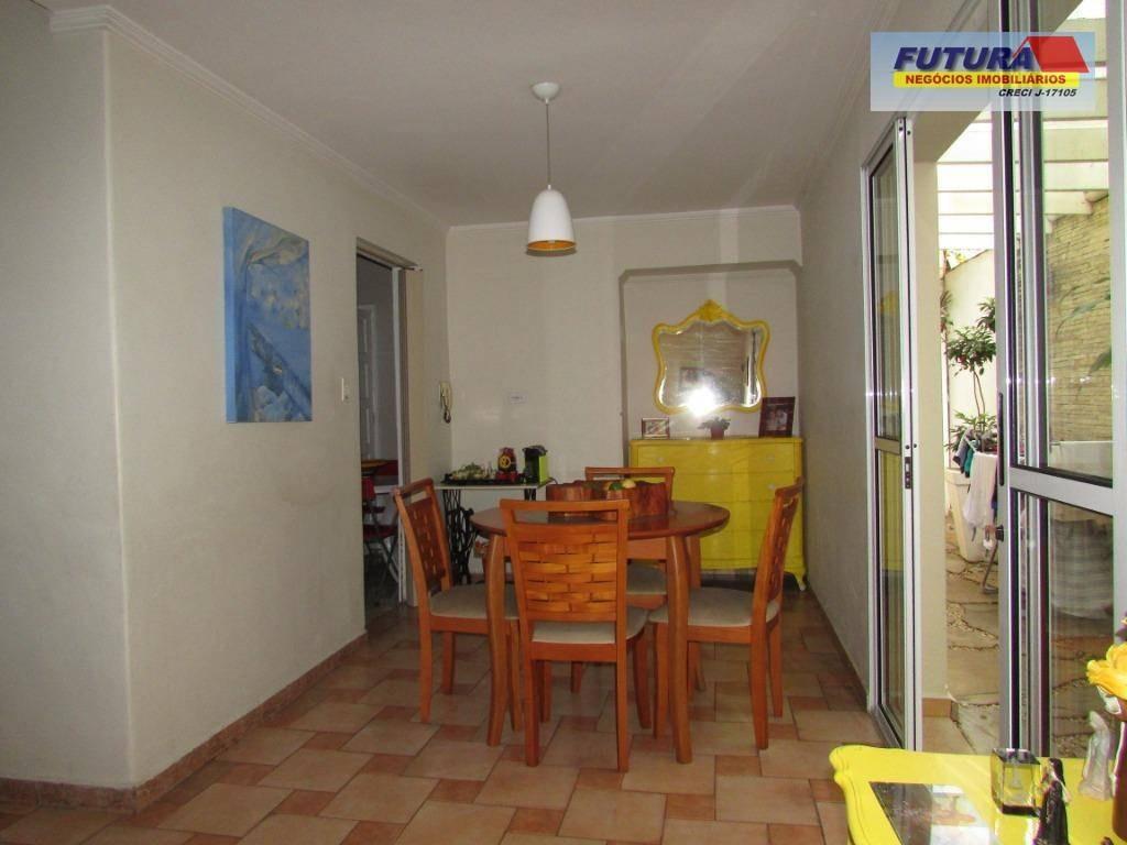 maravilhosa propriedade. sobrado com 3 dormitórios, suíte, terraço, quintal, piscina e garagem, 182 m²., vila valença - são vicente - sp. - so0292