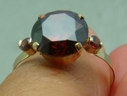 maravilhoso anel em ouro 18k com rubi redondo