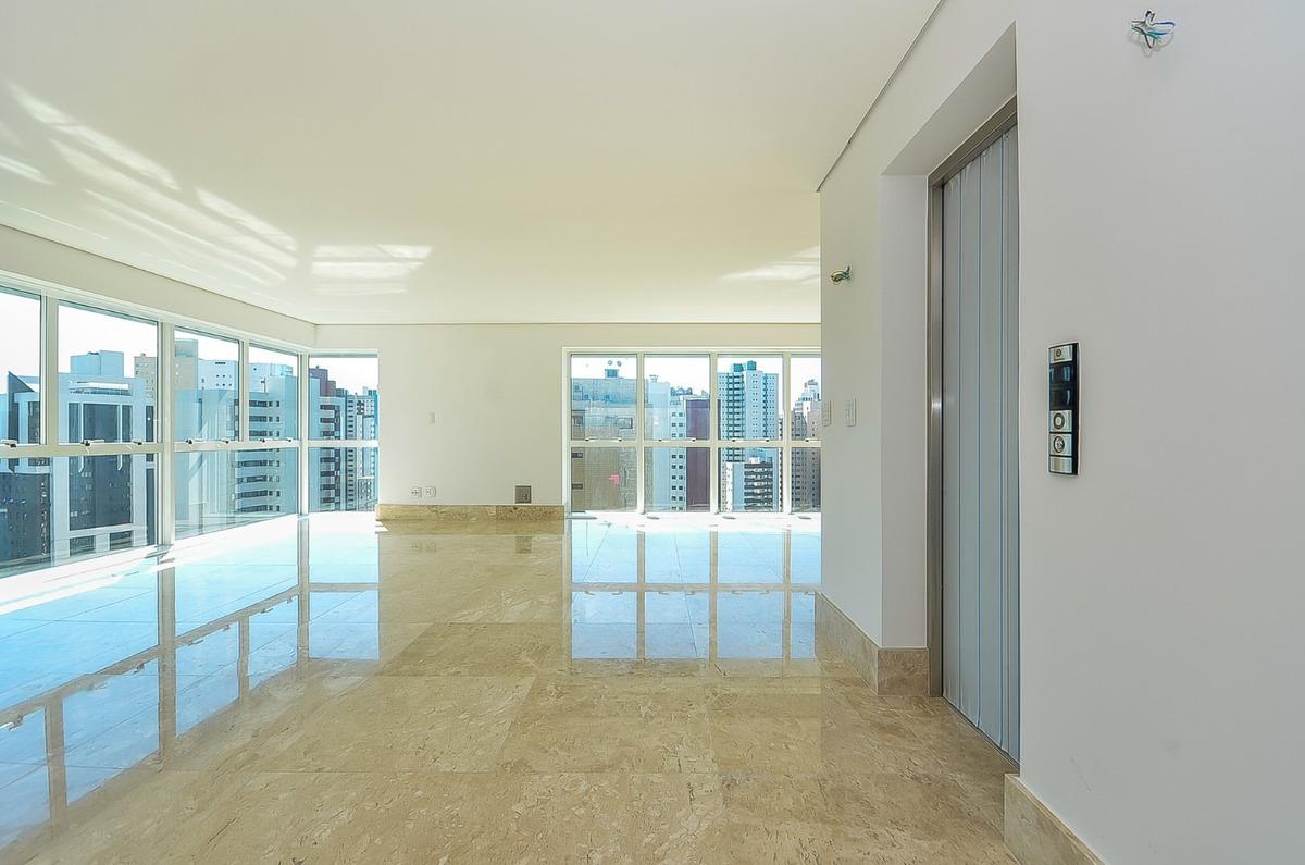 maravilhoso apartamento de 04 suítes  no água verde!!