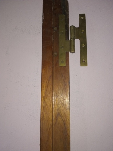 marco cedro con bisagra de bronce y cerradura