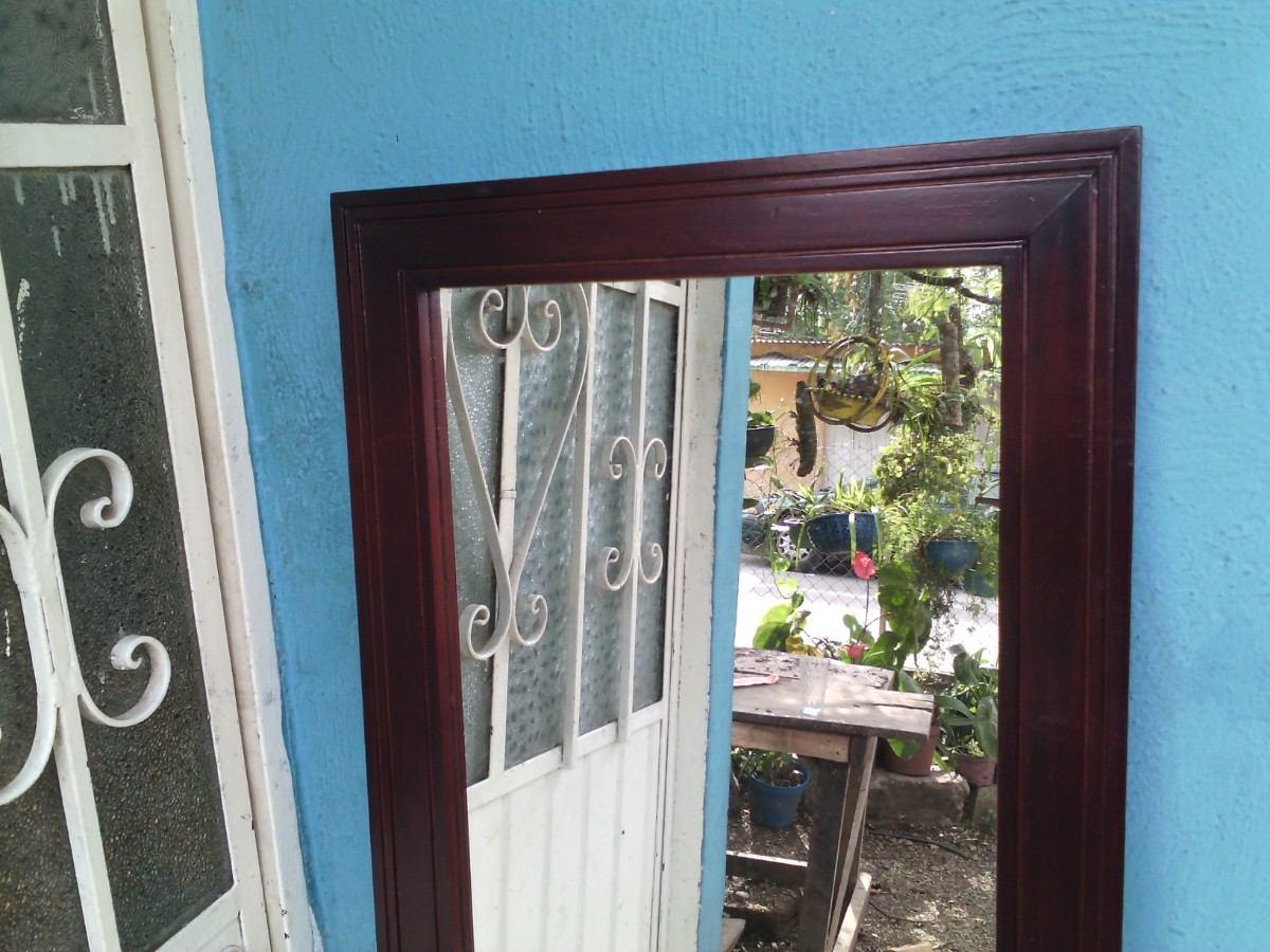 Marco minimalista cuerpo completo marco en madera de cedro for Espejos con puertas viejas