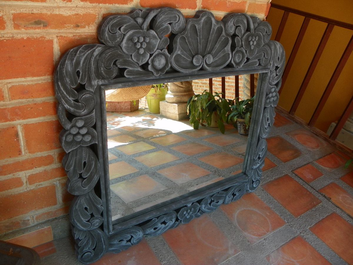 Marco para espejo vintage tallado con decapado antiguo for Marcos plateados para espejos