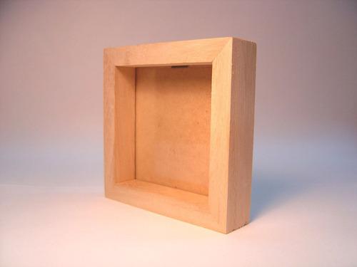 marco tipo box  en madera natural ( kiri)  20x20
