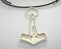 martelo de thor em prata com cordão de borracha 2mm