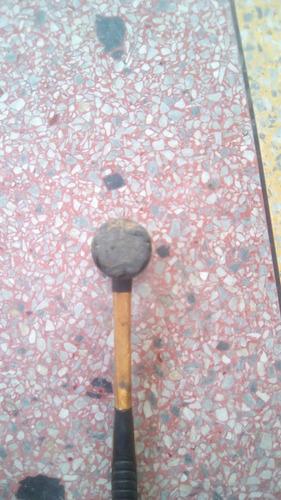 martillo o masa de goma usado