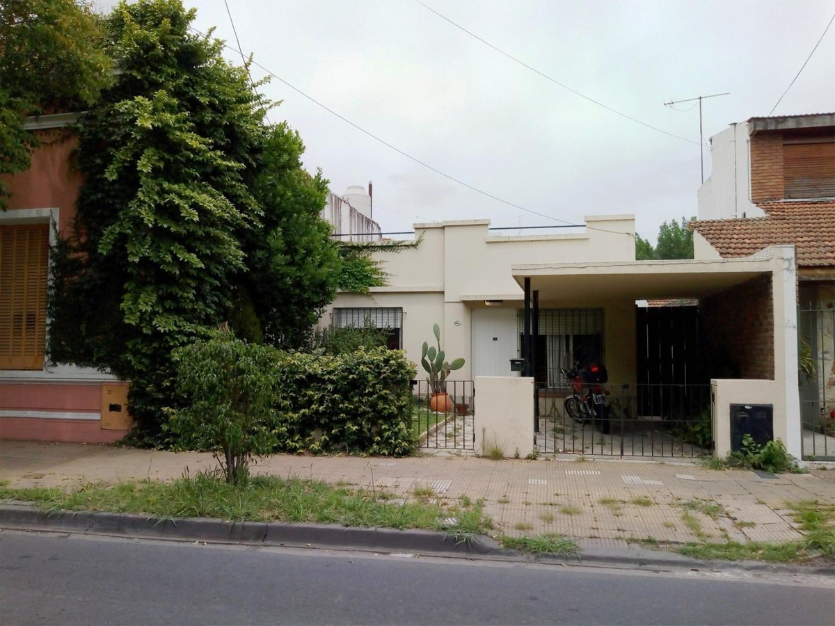 martìnez - lote de 169 m2 con casa para reciclar o demoler.