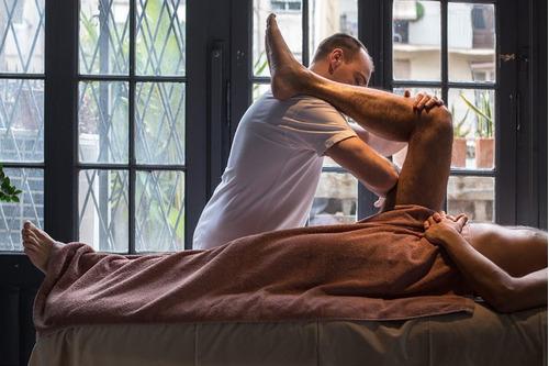 masaje terapeutico, de estiramiento, terapias alternativas