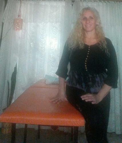 masajista femenina. masajes. tratamientos corporales.