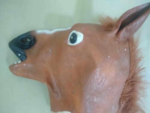 máscara de cavalo usada