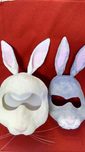 máscara de conejo gris