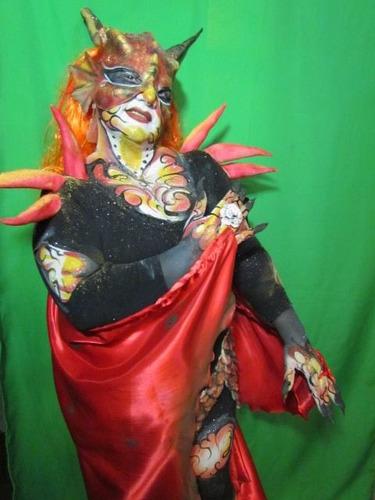 mascara en látex - mujer dragón.