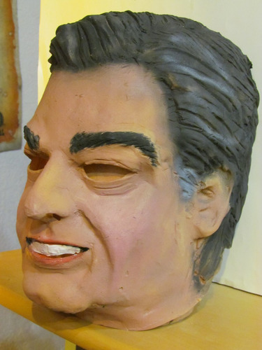 mascara en latex - pedro bordaberry