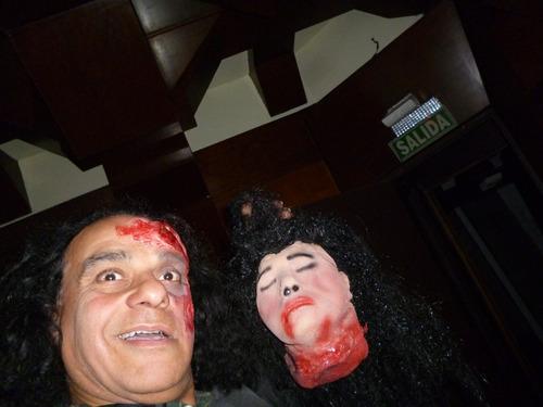 mascara en latex. replica de cabeza decapitada.