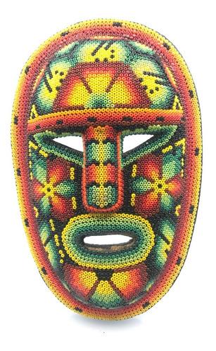máscara forrada con chaquira, artesanía huichol