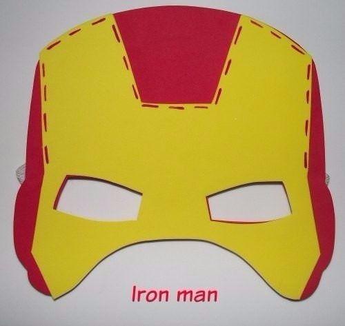 La máscara de las manchas rojas sobre la persona después de los granos