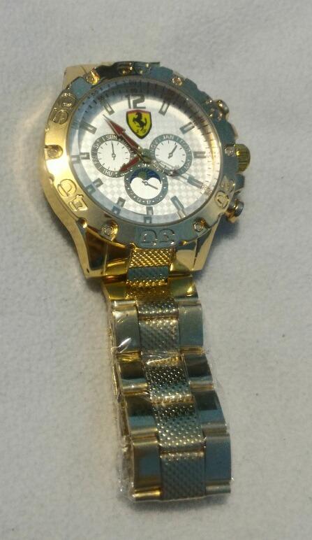 30328f26c74 Relógio Masculino Dourado Ferrari Acompanha Um Chaveiro - R  40