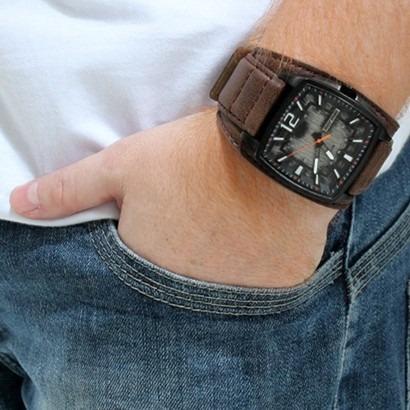 334c706dadc Relógio Masculino Mormaii Pulseira De Couro Mo197357 3m - R  325
