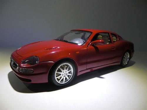 maserati 3200 gt 1998  marca burago   escala 1:18