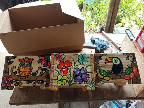 masetas en madera de pino, con hermosos dibujos