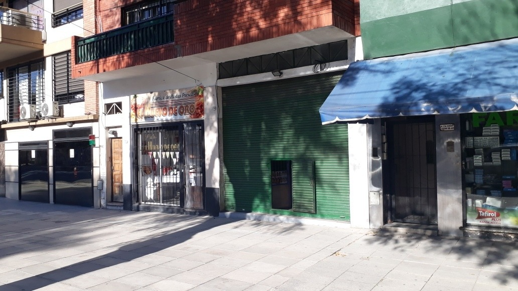 mataderos: alquilo local sobre avenida eva peron