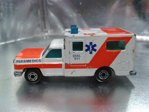 matchbox - ambulance ambulancia