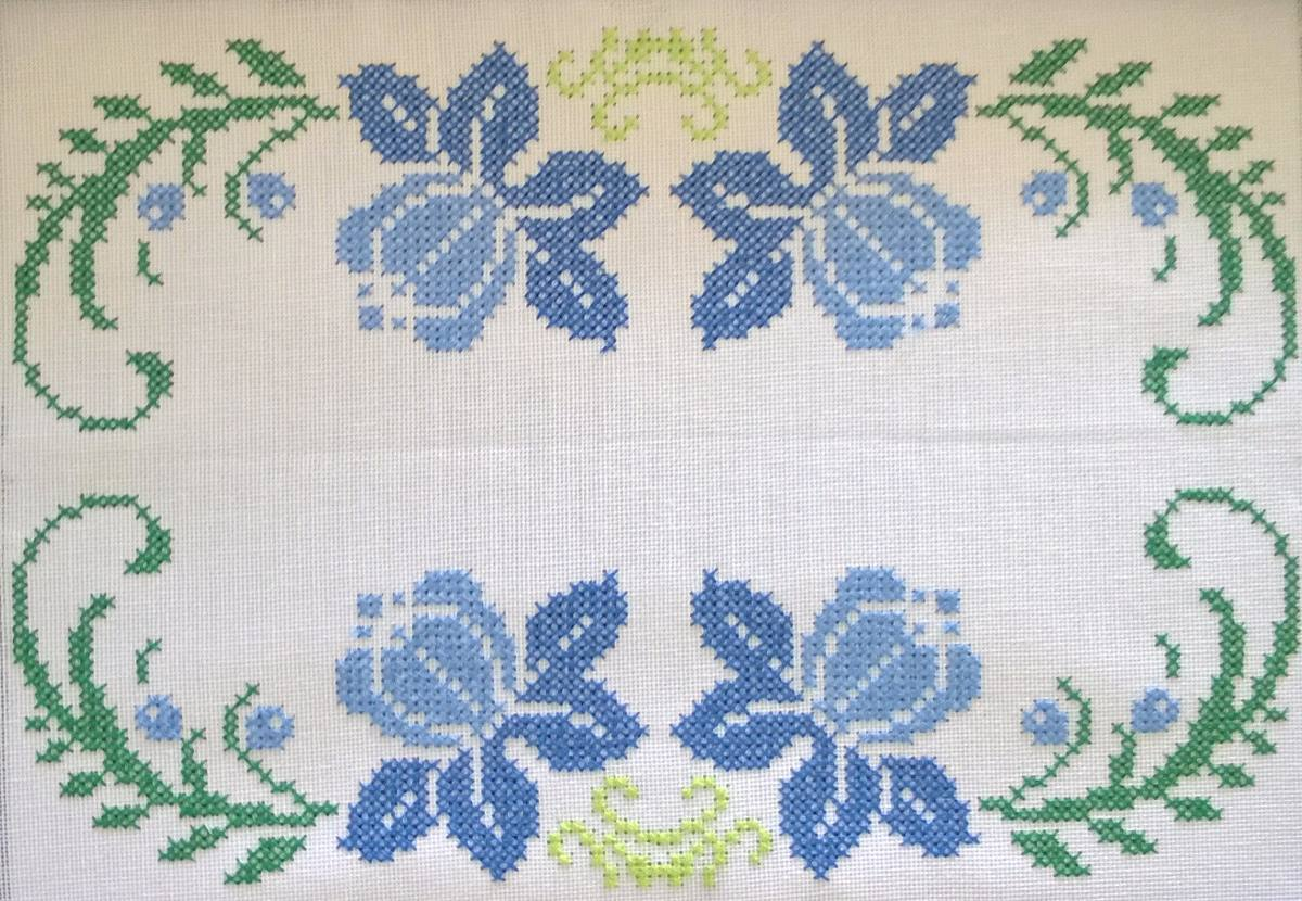 Matriz Bordado Ponto Cruz Floral Flor De Lis Rosas Cd40