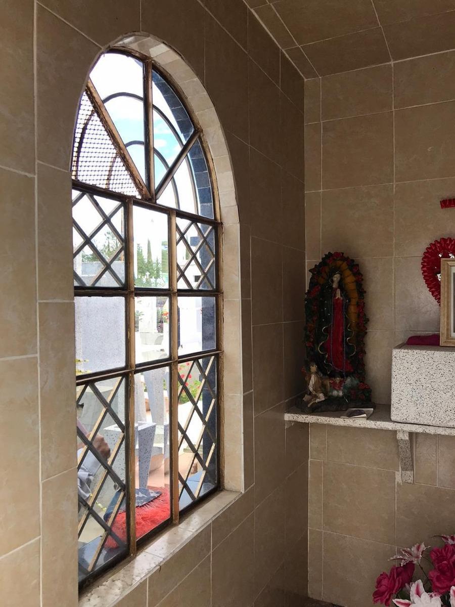 mausoleo en el panteón nuevo guadalajara