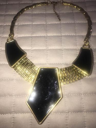 max colar preto dourado usado lindo!