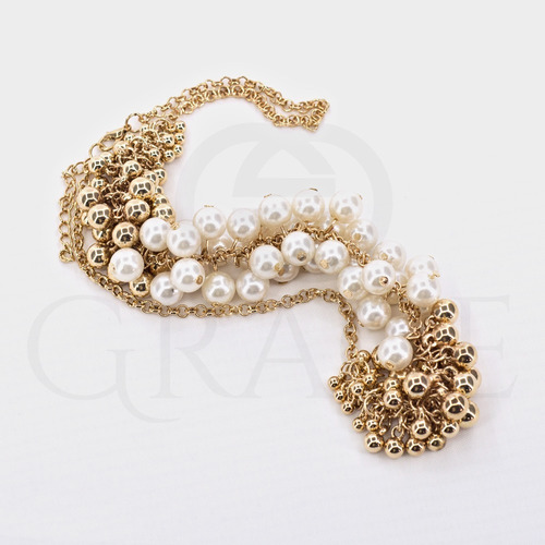 maxi colar com pérolas sintéticas e bolas douradas