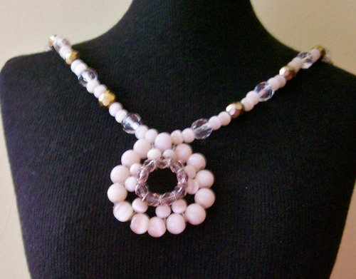 maxi colar medalhão em cristais e olho-de-gato rosa nude