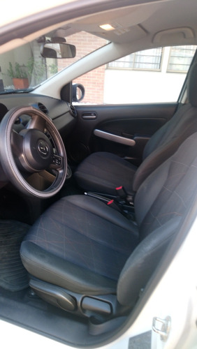 mazda 2 hatch back automática - impecable 2014