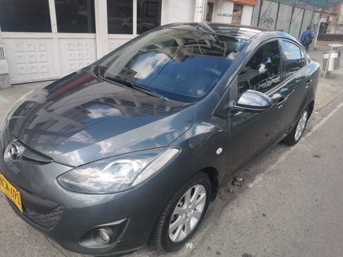 mazda 2 mecanico sedan en perfecto estado