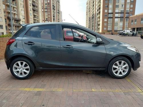 mazda 2 mod. 2013 5 puertas color gris