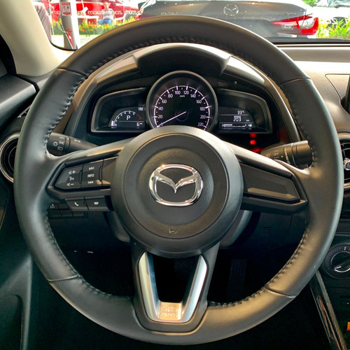 mazda 2 sedan touring at cuero plata | 2022