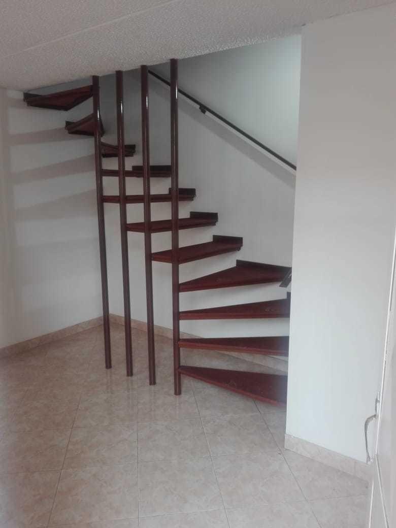 mazuren, hermosa casa 3 niveles,1'200.000 incluida adm.