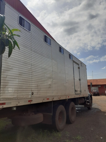 mb - 1513 com baú de carregar cavalo capacidade 11 cavalos
