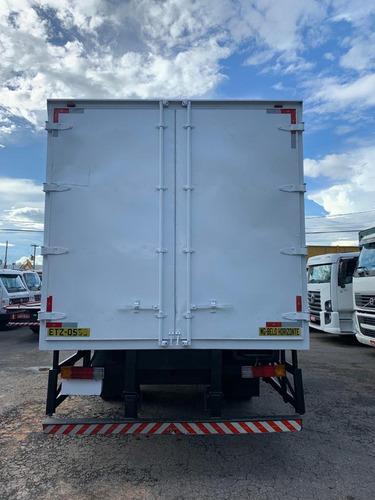 mb 1718 branco  baú de 7 metros com porta lateral  11/12