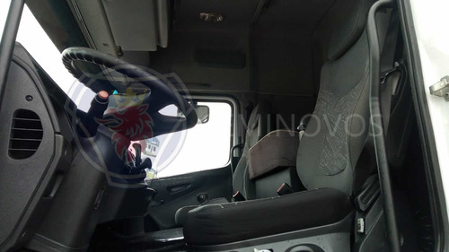 mb 2544, 2014, branco, 6x2. automático, canelinha. r0960