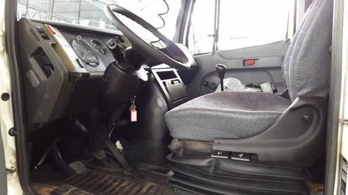mb 710 4x2 ano 2010/2011 (com módulo para passageiros )