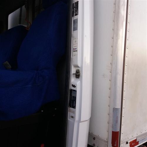 mb 710 ano 2007 com baú fachinni 5 metros refrigerado -10°