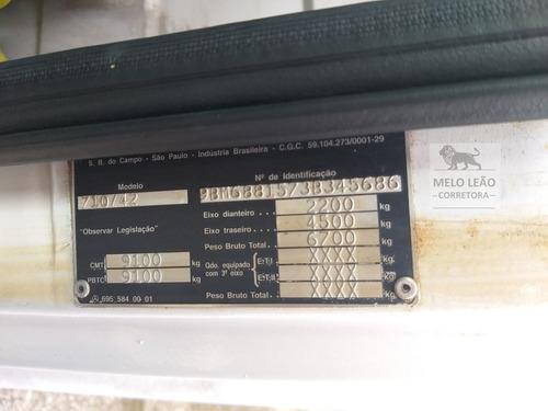 mb 710 plus - 03/03 - baú isotérmico, piso canaletado *