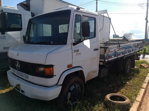 mb 710/11 branca com carroceria de madeira