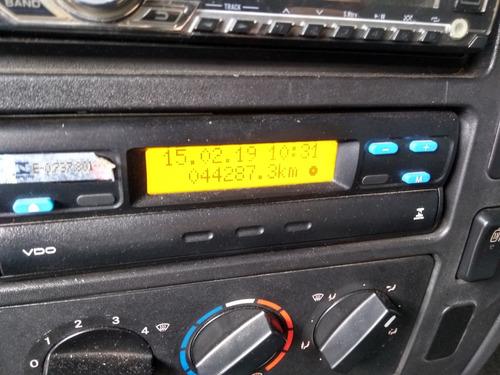 mb 815 - 2015/2015 - único dono - 44.287 km  ar condicionado