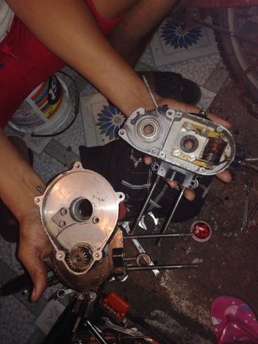 mecánico de bicicletas y bici mosquitos