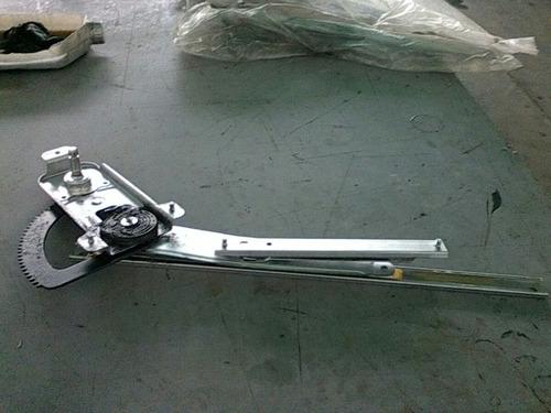 mecanismo elevavidrio manual puerta delantera derecha aveo
