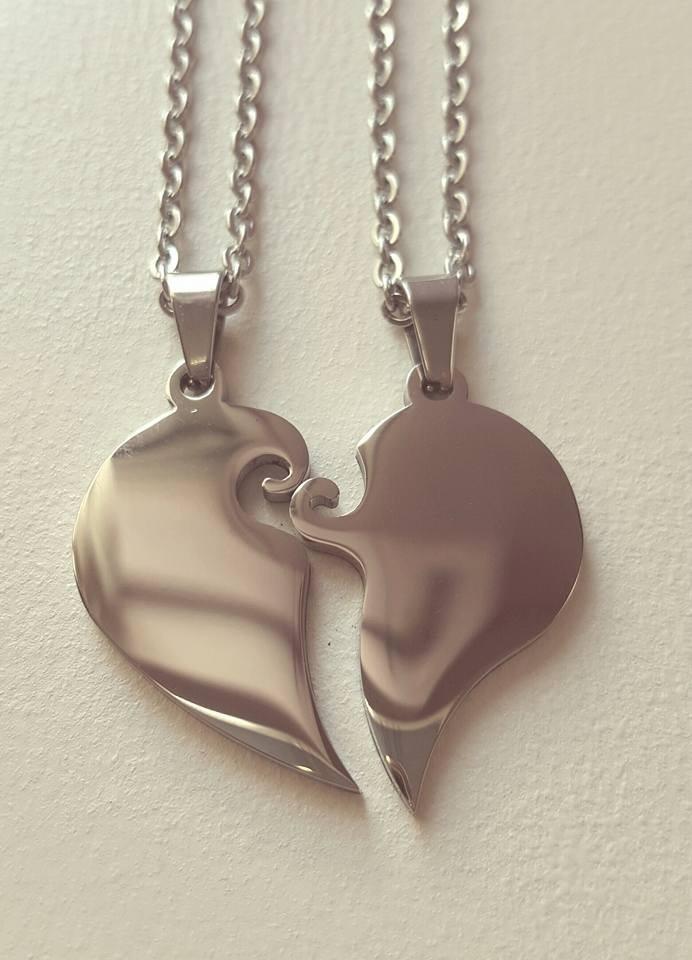 bffb9d3597e0 medalla acero corazon grabado 2 nombres parejas aniversario. Cargando zoom.