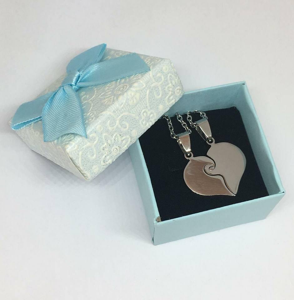 9e971657f320 medalla acero corazon grabado 2 nombres parejas +caja regalo. Cargando zoom.